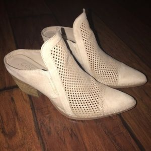 Off white heeled muled